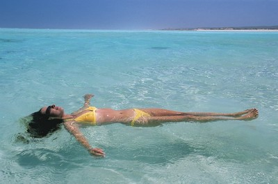 Relax on a safari tour of the Ningaloo Reef in Western Australia
