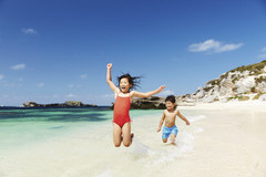 * PERTH PACKAGE *  3 nights Perth CBD + breakfast daily + Pinnacles Desert, Dolphin Swim & Rottnest Island